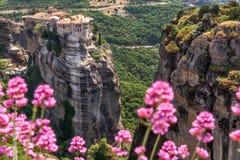 Meteora的Varlaam修道院在Trikala地区在夏天,希腊 免版税库存照片