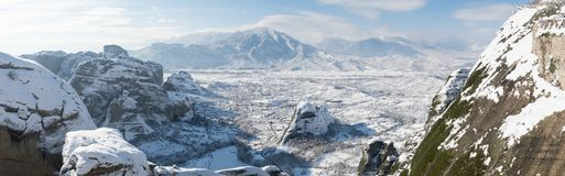 Meteora Взгляд к Kalambaka, Греции стоковые изображения rf