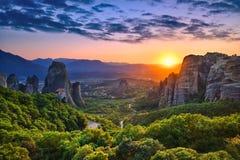 Meteora et coucher du soleil Photo stock