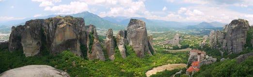 Meteora Grèce - panorama spectaculaire de formations de roche Image libre de droits