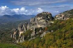 Meteora Grekland - klosterSt Nicholas Anapavsa, Roussanou, St Barlaam och stora Meteoron Arkivbild