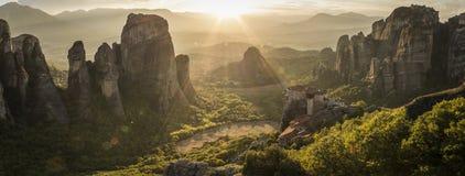 Meteora-Panorama bei Sonnenuntergang Lizenzfreies Stockfoto