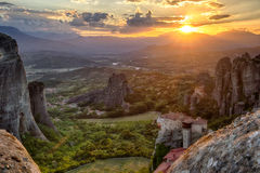 Meteora-Sonnenunterganglandschaft Griechenland Stockfotos