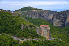 Meteoraen - viktiga steniga kloster som är komplexa i Grekland Arkivfoton