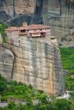 Meteoraen - viktiga steniga kloster som är komplexa i Grekland Royaltyfria Bilder
