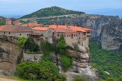 Meteoraen - viktiga steniga kloster som är komplexa i Grekland Fotografering för Bildbyråer