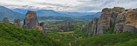 Meteoraen - viktiga steniga kloster som är komplexa i Grekland Royaltyfria Foton