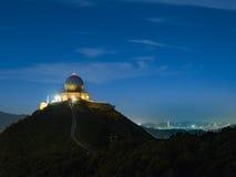 Meteorologisk station på natten Arkivbilder