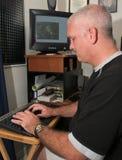 Meteorologo al calcolatore immagini stock