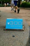 300 Meter blaue laufende Zeichen lizenzfreies stockfoto
