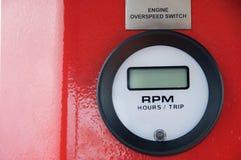Meter eller mått i krankabinen för maximal påfyllning för mått, motorhastighet, hydrauliskt tryck, temperatur och bränslenivå Royaltyfria Foton