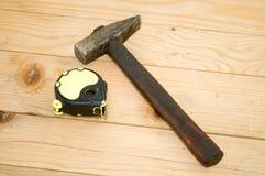 Meter en hamer royalty-vrije stock afbeeldingen