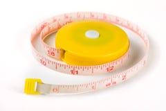 Meter för skräddare` s eller automatisk måttband som isoleras på en vit bakgrund Fotografering för Bildbyråer