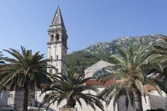 55 meter högt klockatorn av St Nicholas Church - det högst på Arkivfoton