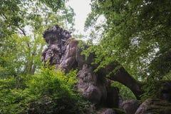 14 meter hoge reus van de Apennijnen in het foliesbos van Pari Stock Afbeelding