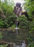 14 meter hoge reus van de Apennijnen in het foliesbos van Pari Stock Fotografie