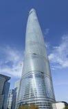632 meter Shanghai torn mot en blå himmel, Shanghai, Kina Arkivbild