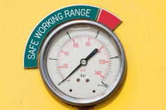 Meters of maat in kraancabine voor maatregelen Maximumlading, Motorsnelheid, Hydraulische druk, Temperatuur en brandstofniveau Royalty-vrije Stock Fotografie