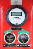 Meters of maat in kraancabine voor maatregelen Maximumlading, Motorsnelheid, Hydraulische druk, Temperatuur en brandstofniveau Stock Foto's