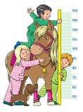 Meterwand mit Kindern und einem Pony Lizenzfreies Stockfoto
