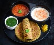 Methi Paratha oder Theple, indisches Frühstück stockfotografie