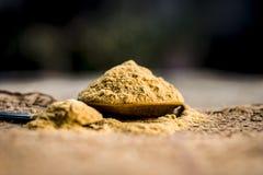 Metiista漂白土黏土,Mulpani mitti/漂白土/multani mitti在粗麻布袋子 免版税库存图片