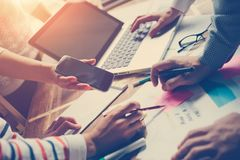 Meting för lag Projektplanidékläckning Digital och skrivbordsarbete Arkivbild