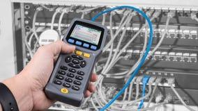 Meting kabels in flardpanelen worden verbonden van rekgeval dat royalty-vrije stock afbeeldingen