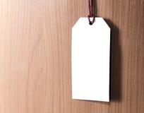 Metka na drewnianym tle pusta etykiety Obraz Stock