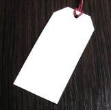 Metka na drewnianym tle pusta etykiety rabaty korzyść mapy pojęcia rysunkowy żeński ręki marketingu ekran przejrzysty Obrazy Stock