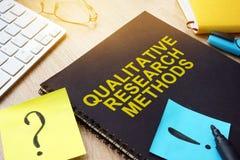 Metoder för kvalitativ forskning på ett skrivbord royaltyfria bilder