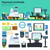 Metodi di pagamento con i dispositivi sulla tavola Fotografia Stock Libera da Diritti