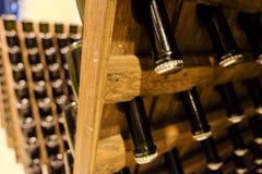 Metodo tradizionale del vino spumante di fabbricazione fotografie stock