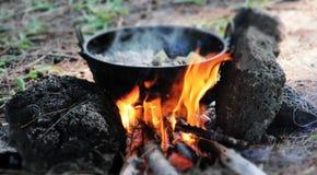 Metodo tradizionale di cottura Immagini Stock Libere da Diritti