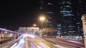 Metrópole do transporte, tráfego e luzes obscuras filme