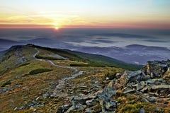 1257 metrów wzrostu górę góry Poland skrzyczne świetle wschodu słońca Obrazy Stock