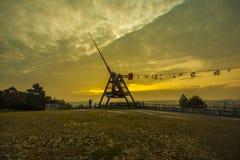 Metrônomo de Praga, sapatas em um fio no nascer do sol romântico Imagem de Stock