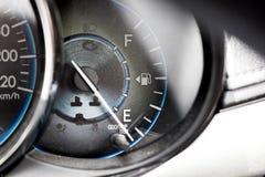 Metr pokazuje olej przed początkiem Fotografia Stock