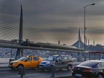 Metra i Unkapani most Istanbuł & samochody obrazy stock