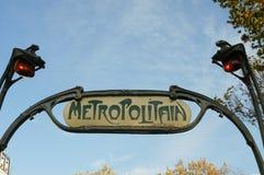 Metra Metropolitain znak przy Paryż Obrazy Royalty Free