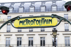 metra Paris retro szyldowy metro Zdjęcia Royalty Free