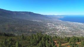 Metragem aérea da área de Guimar na ilha do southTenerife, Ilhas Canárias, Espanha video estoque