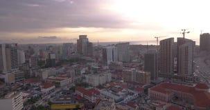Metragem aérea da baía de Luandaem África filme