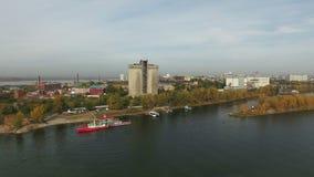 Metragem aérea da cidade do Samara e do rio do Samara filme