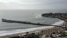 metragem aérea da costa do cais do passeio à beira mar de 4k Santa Cruz California vídeos de arquivo