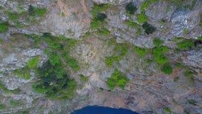Metragem aérea do lago vermelho croatia vídeos de arquivo