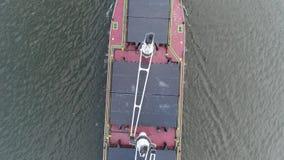 Metragem aérea do navio de recipiente da carga no PA do Rio Delaware Philadelphfia video estoque