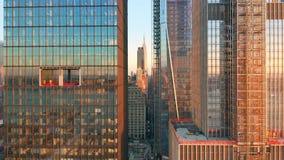 Metragem aérea do zangão da skyline de New York filme