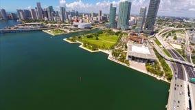 Metragem aérea do zangão de Miami do parque do museu filme