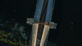 Metragem aérea do zangão Ponte sul do círculo da vista superior no kyiv no por do sol video estoque
